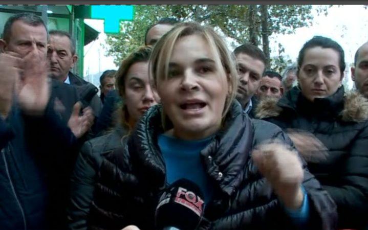 Edhe sot, banorët e Astirit në protestë. Kryemadhi: Më kërkuat, ja ku erdha!