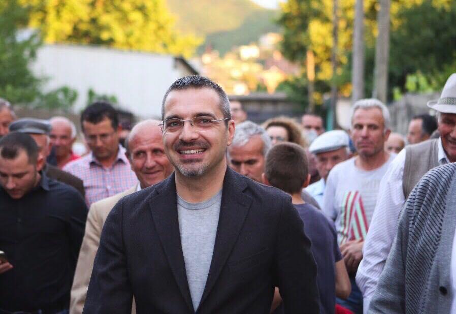 Flet shoku Saimir Tahiri: Ju lumtë banorëve të Astir-it!