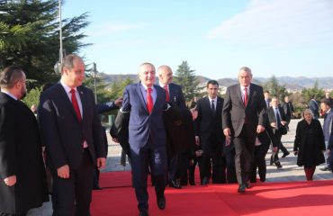 29 November divides Albanian politicians once again, the left commemorates it alone