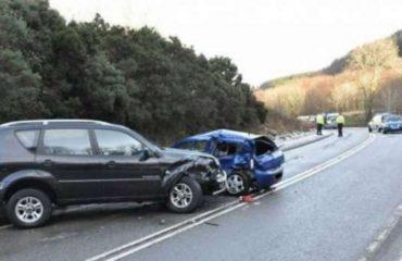 Përplasen automjetet në dalje të Elbasanit, dy të plagosur