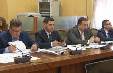 Ministri i Financave, Arben Ahmetaj, propozon tatimin e të gjitha pagave