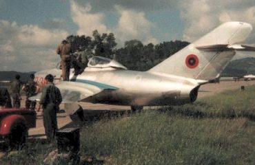 """""""Si e provokonin qiellin shqiptar avionët e NATO-s, kur ende s'kishim aviacionin tonë"""""""