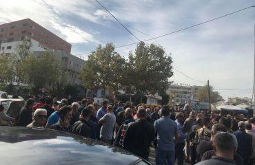 Protestuesit tek Astiri: Rama ik nga Shqipëria, valixhet, dhuratë nga ne, banorët e Unazës së Re