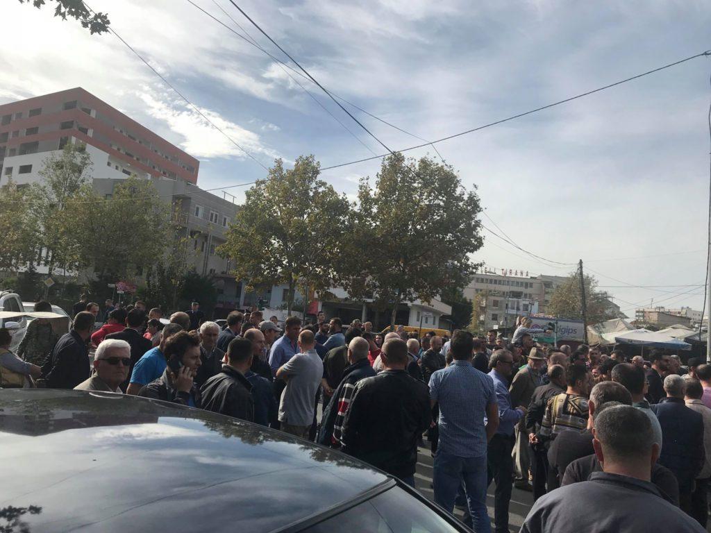 Projekti i Unazës së Re, banorët protestojnë duke kërcënuar me vetëflijim