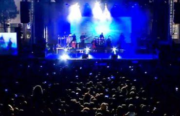 """""""Nata e Bardhë"""", yjet e muzikës ndezën skenën në Sheshin """"Skënderbej"""""""