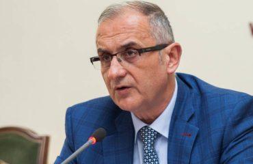 Petrit Vasili: Shuma të mëdha parash transferohen për pasurimin e Ramës