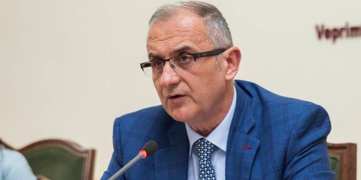 Vasili: Uji fle, qeveria s'fle, rrëmben koncesione edhe në 31 dhjetor'