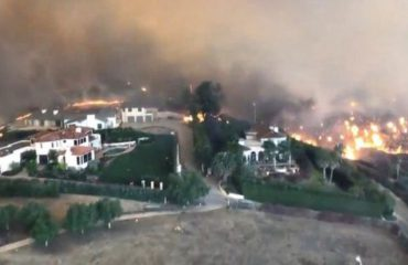 KALIFORNI/ Furia e zjarreve djeg vilat e yjeve të Hollivudit, 9 të vdekur dhe 35 të zhdukur