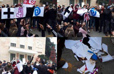"""Studentët """"mesazh"""" politikës, grrisin dhe djegin flamujt e 3 partive kryesore"""