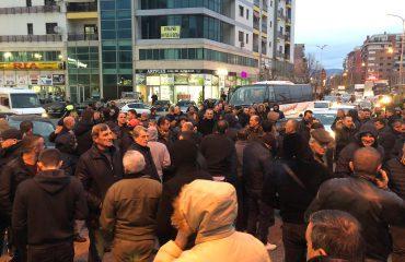 Vijojnë protestat në vend, qytetarët e Shkodrës dhe Beratit bllokojnë rrugët kryesore