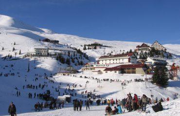 Festat e fundvitit, shqiptarët zgjedhin resortet e skive dhe kryeqytetet europiane