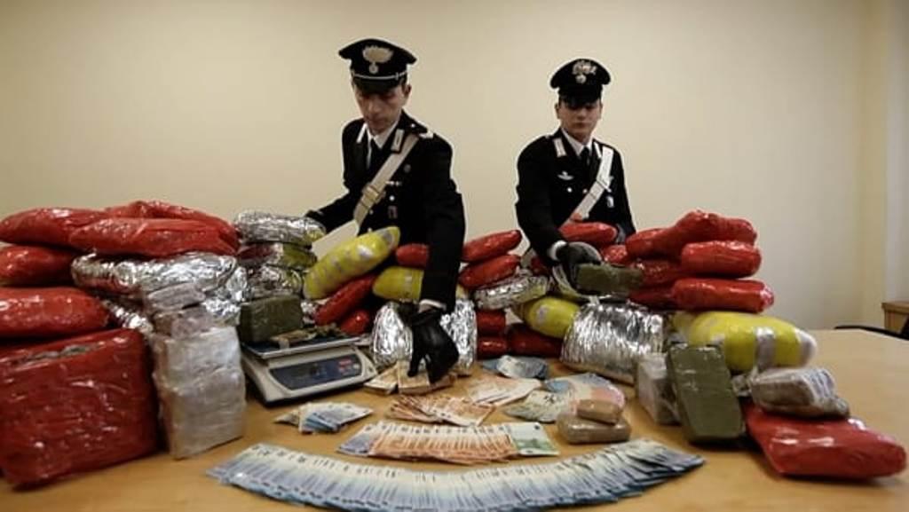 Drogë për rastet e festave, kapet shqiptari me 90 kg drogë dhe rreth 40 mijë euro