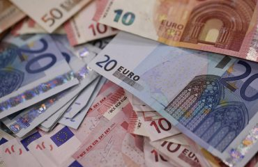 Euro depreciates, businesses and individuals complain