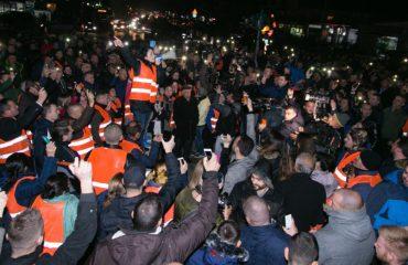 """Kryengritjet """"marrin dhenë""""/ Pas studentëve, ngrihen edhe qytetarët në rrethe"""