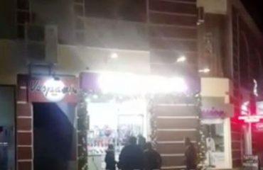 Maskat grabisin një njësi shitjeje në Vlorë