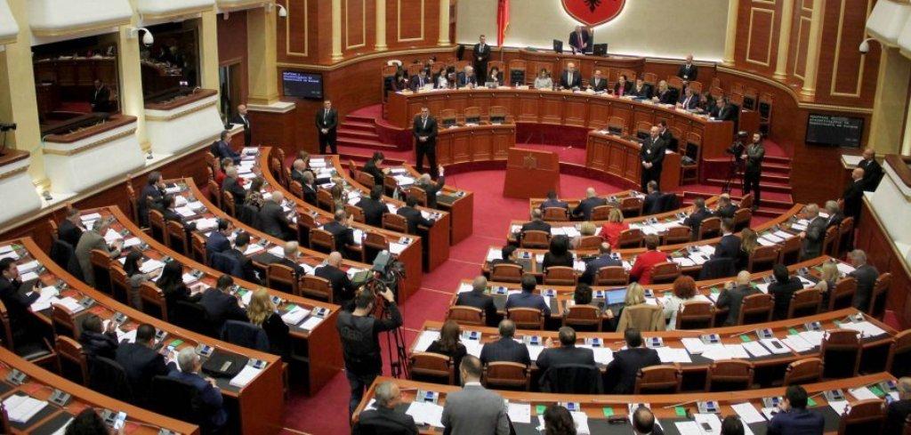 Kuvendi mblidhet në seancë plenare, shqyrtohen dy ligjet e kthyera mbrapsht nga Meta