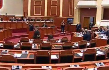 """Parlamenti e mbyll për 30 minuta """"hesapin"""" me studentët, rrëzohen amendamentet e LSI-së mes debatesh"""