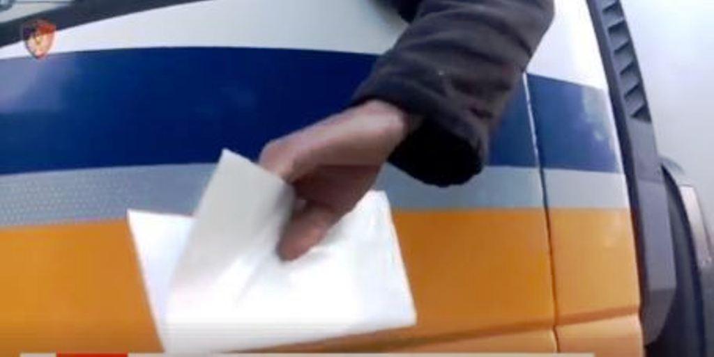 Tentoi të korruptoi policin rrugor, arrestohet shoferi