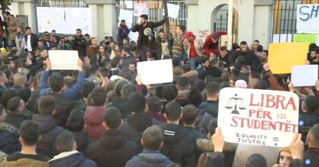 Protesta, studentët afat deri në orën 16.00 për plotësimin e 8 kërkesave