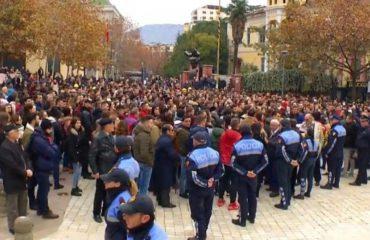 Protesta e studentëve, nga parlamenti tek ngujimi para Kryeministrisë