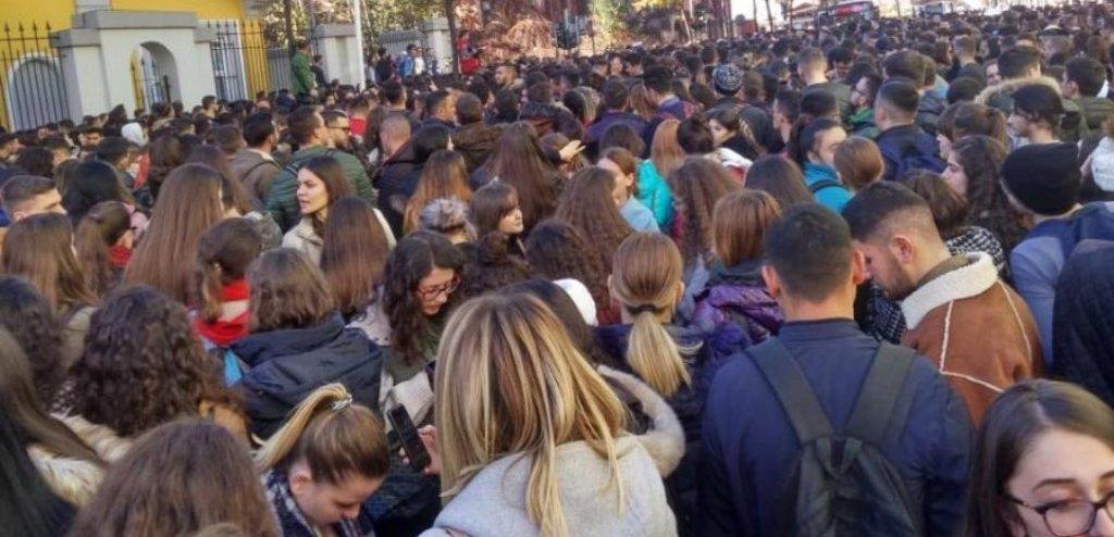 """DITA E TRETË/ Protesta e studentëve zgjerohet, paralajmërohet """"rebelimi"""" edhe në Durrës e Korçë"""