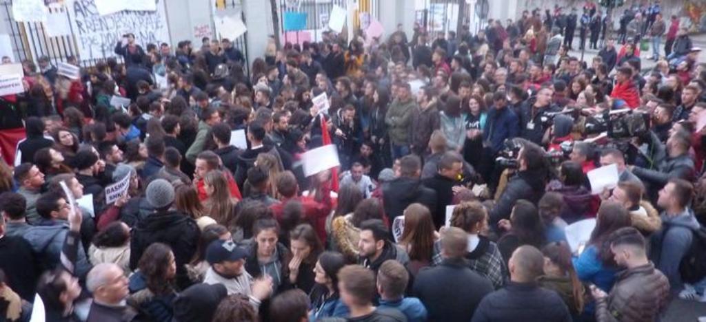 Media gjermane: Paris, Budapest, Beograd, Tiranë... Po proteston gjysma e Evropës