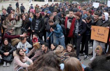"""FORUM/ A janë të arsyeshme kërkesat e studentëve? Flasin për """"Albanian Free Press"""" publicistë dhe profesorë"""