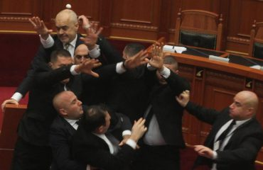 Opposition returns to parliament causing a tense situation