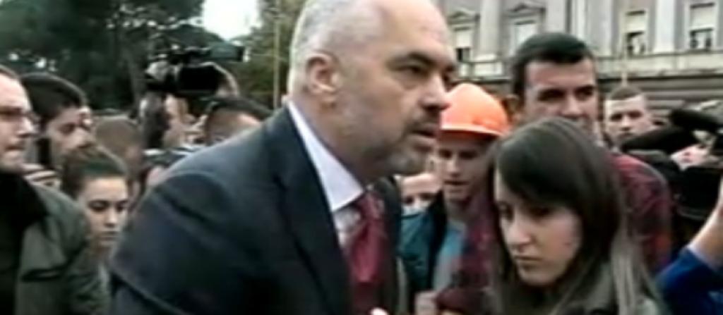 """PROTESTA / Rama """"merr kthesën"""": Ejani t'ju dëgjoj, Studentët: Nuk ka negociata, plotëso kërkesat"""