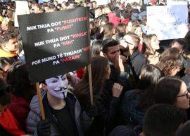 Studentët ende në rrugë me protesta, Rama Dialog!