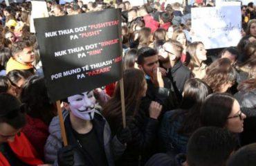 Studentët ende në rrugë me protesta, Rama: Dialog!