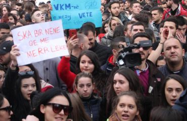 Qeveria tërhiqet nga VKM, studentët edhe sot në protestë para Kryeministrisë