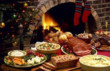 How much does it cost for Albanians to have their dinner table full during the festive season?