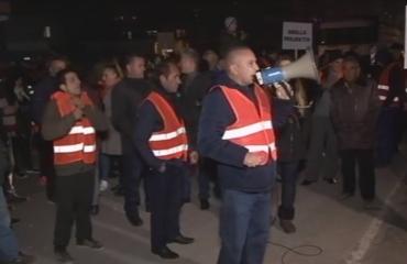 """Protesta tek """"Astiri"""", banorët: Projekti ra, përgjegjës pse nuk ka, e duam Shqipërinë pa Ramën dhe Gjiknurin"""