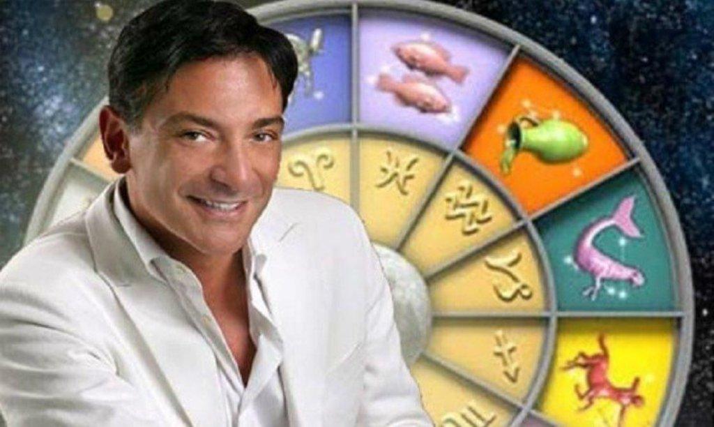 Horoskopi i Paolo Fox për fundjavën: Shenjat më me fat në dashuri