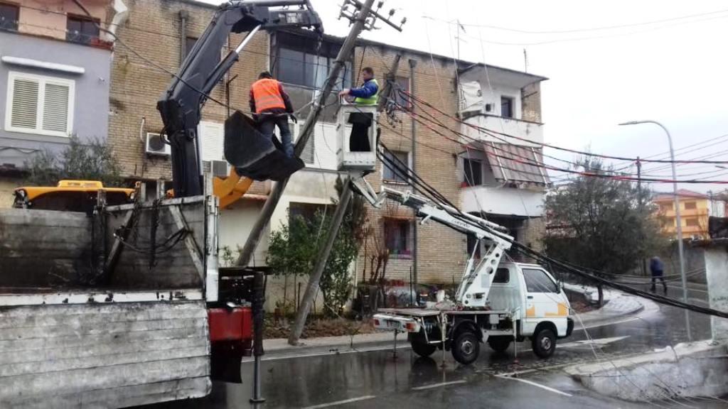 Ndërpritet energjia në Shkozë, OSHEE po punon për riparimin e defektit