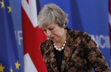 Bie Brexit, deputetët britanikë hedhin poshtë marrëveshjen e kryeministres May