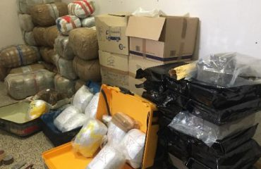 """Pistoleta lodër """"fundos"""" shqiptarin në Itali, i gjenden 830 kg drogë në garazh"""