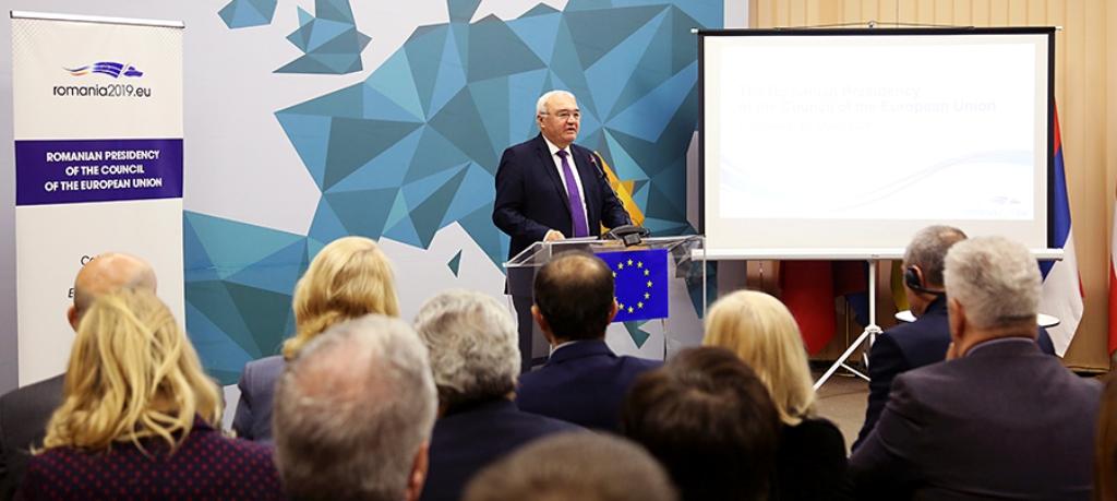 """BE shikon në Shqipëri përpjekje serioze për hapjen e negociatave, """"por lipset dialog"""""""