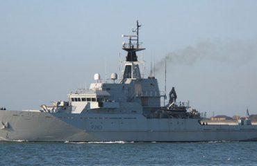 Britania merr masat për bllokimin e klandestinëve nga Franca, dërgon luftanijen në kanalin e La Manshit