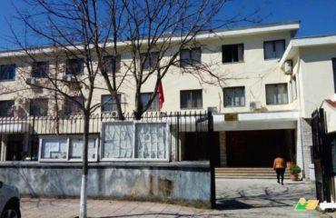 Merret nga salla e gjyqit dhe shoqësohet prokurori i Gjirokastrës