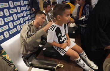 Juve-Milan/ Ronaldo bën të lumtur një tifoz arabme një autograf