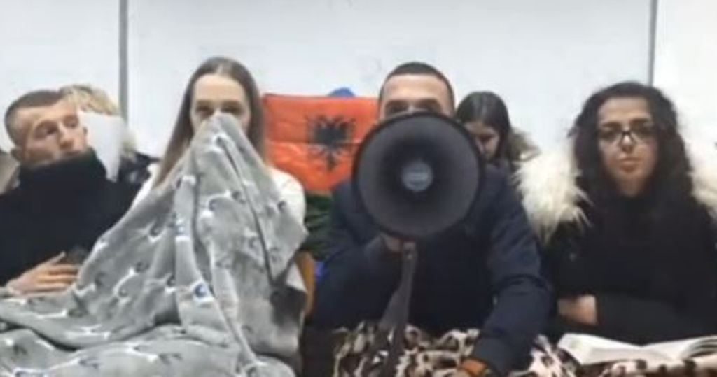 Ngujim në universitete, studentët mes të ftohtit dhe urisë