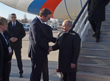 Putin mbërrin në Beograd me një medalje prestigjioze për Vuçiç, bisedime edhe për Kosovën