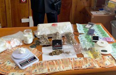 Pranga shitësve shqiptarë të drogës, u kapën me kokainë shumë euro
