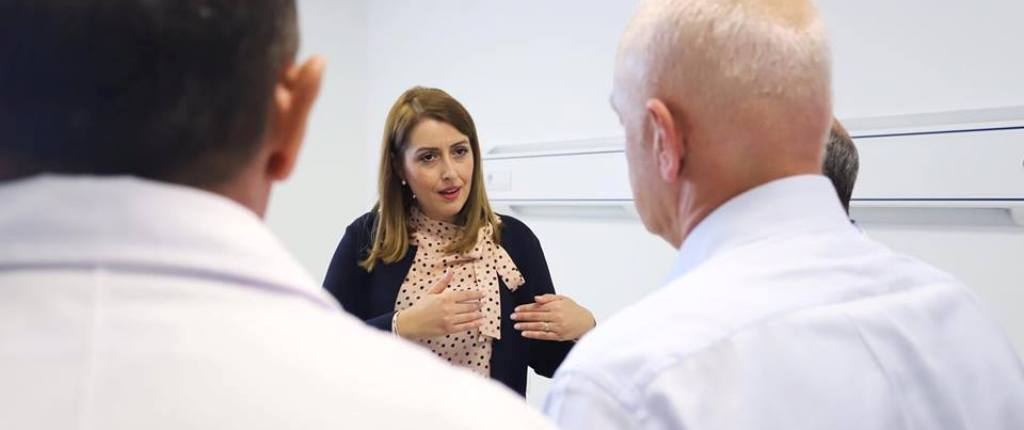 """""""ANTENA JASHTË FAMILJES""""/ Zbulohen pyetjet e Provimit të Shtetit, për infermierët dhe doktorët"""