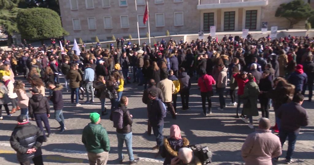Rikthehen studentët: Kërkuam 8 kërkesa dhe jo 8 ministra