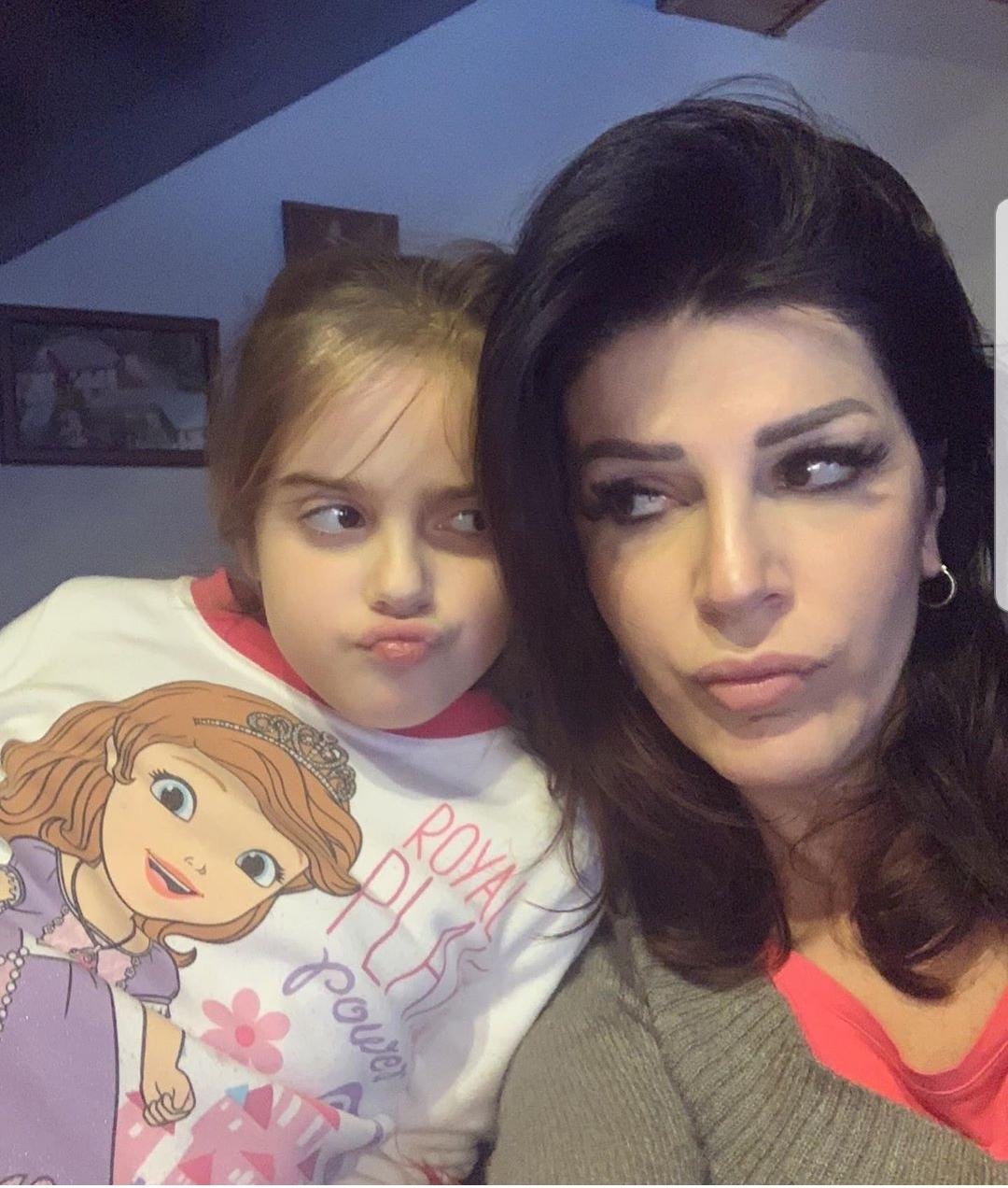 """Sonila bën """"paqe"""" me vajzën"""