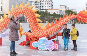 Viti i ri kinez 'pushton' kryeqytetin shqiptar