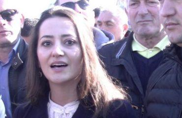 LEZHË/ I bllokuan rrugën Ramës, procedohen penalisht nënkryetarja e Bashkisë dhe 10 protestues